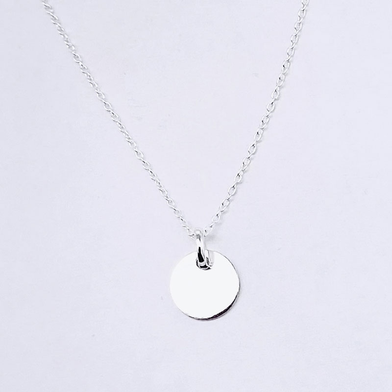 Cadena fina de plata de ley. Medalla pequeña 11MM plata de ley.
